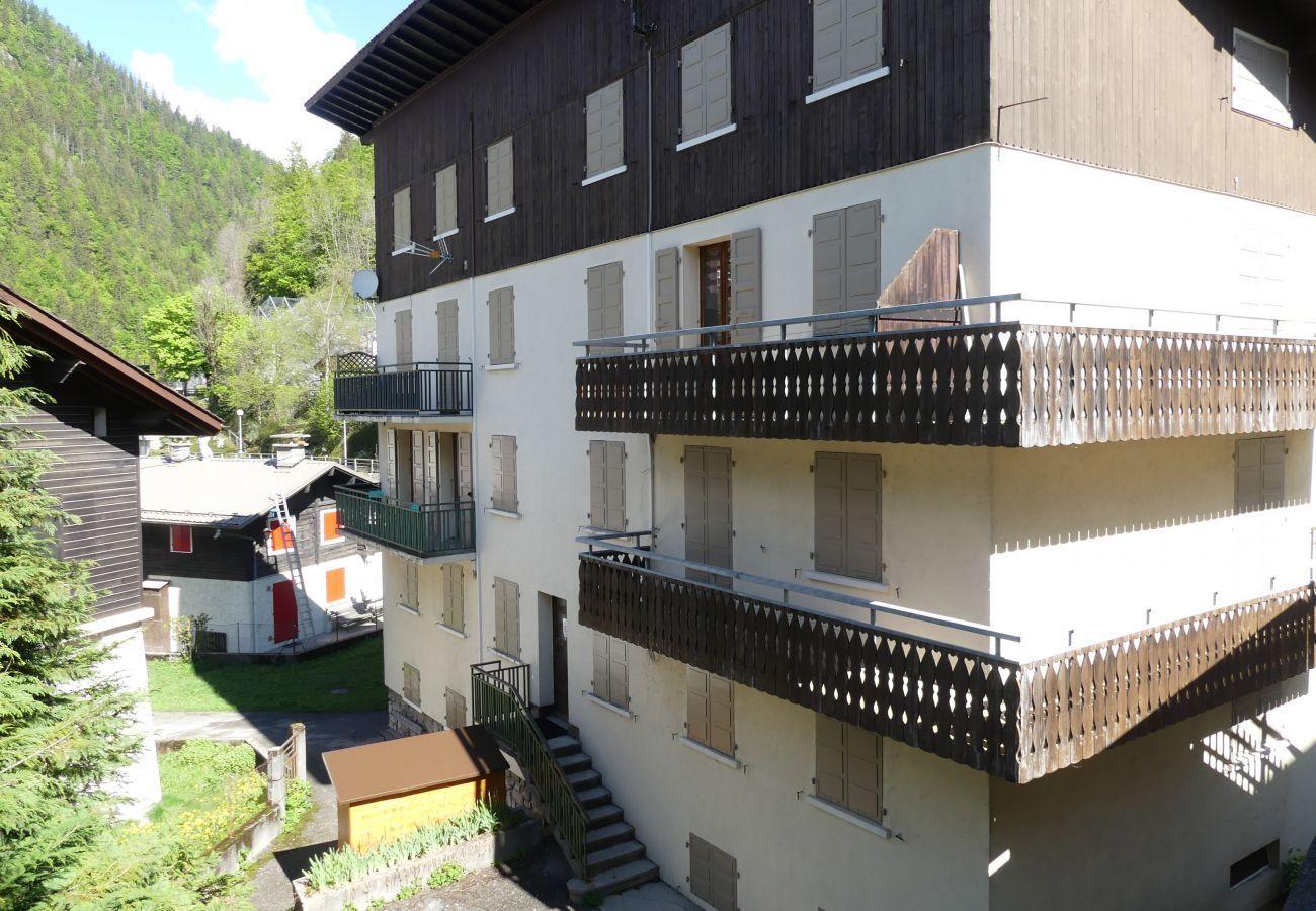 Apartment in La Clusaz - Gentianes 0 - Basic studio near ski slope for 4 people