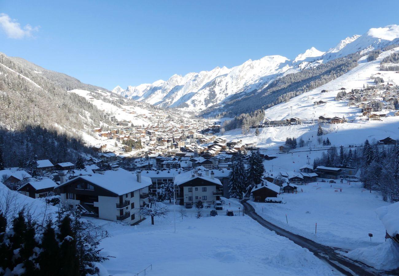 Chalet in La Clusaz - Chantoiseau 2 - Apartment for 6 people 2* on the ski slope