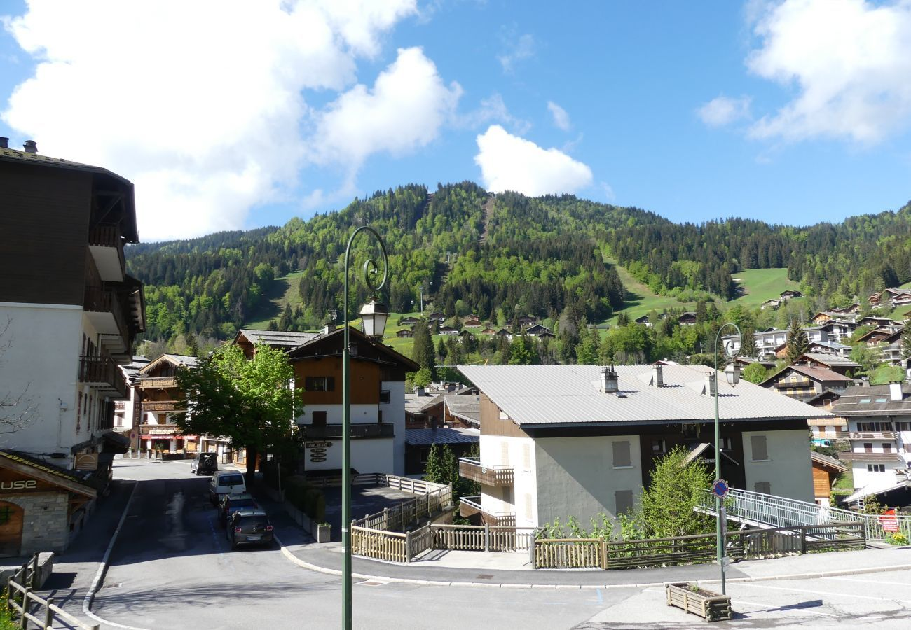 Apartment in La Clusaz - Gentianes 4 - Apartment for 6/7 people 2* village center, near ski slope