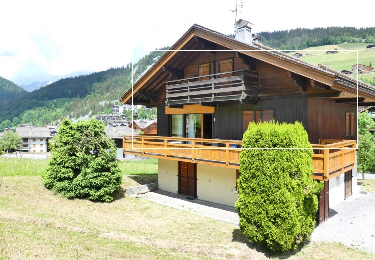 Chalet in La Clusaz - Ty menez 2 - Apartment in chalet for 9 people 2*, on the ski slopes