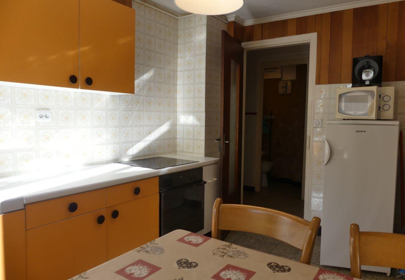 Apartment in La Clusaz - Gentianes 6 - Apartment for 7 people 2*, village center, near pistes