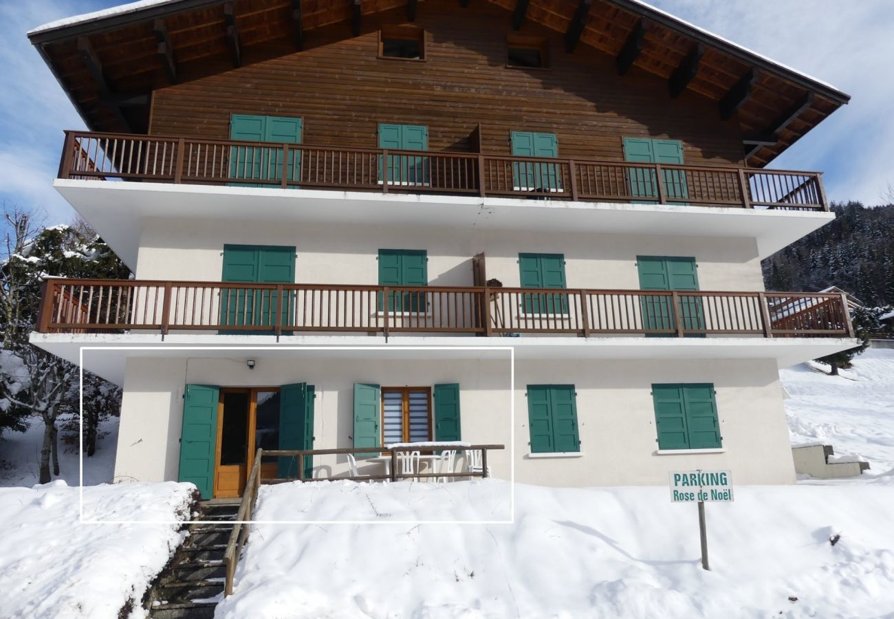 Appartement à La Clusaz - Rose de Noel - Appartement rez jardin 6 pers. 2*
